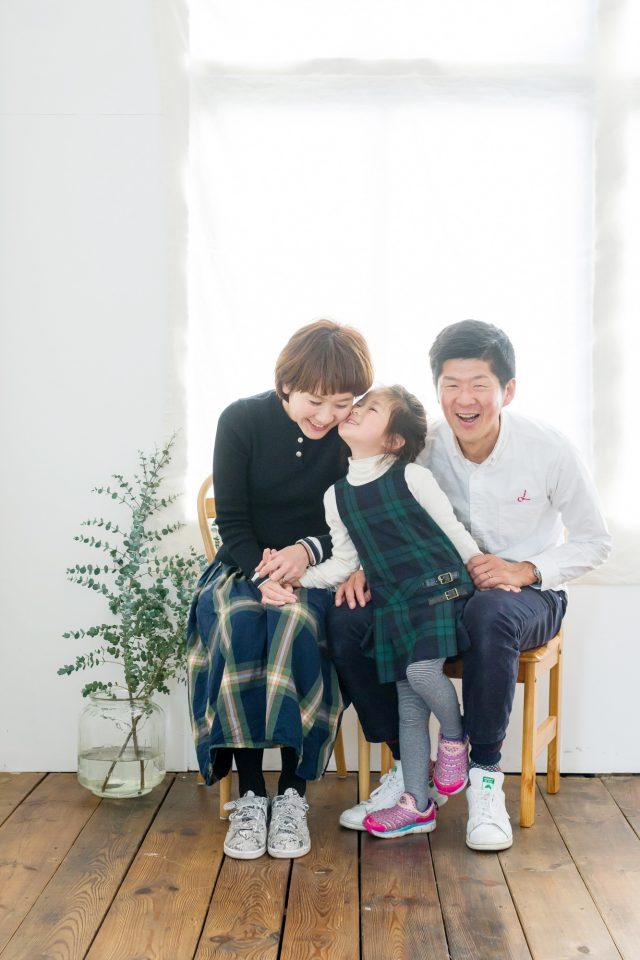 スタジオ撮影の家族写真の一例