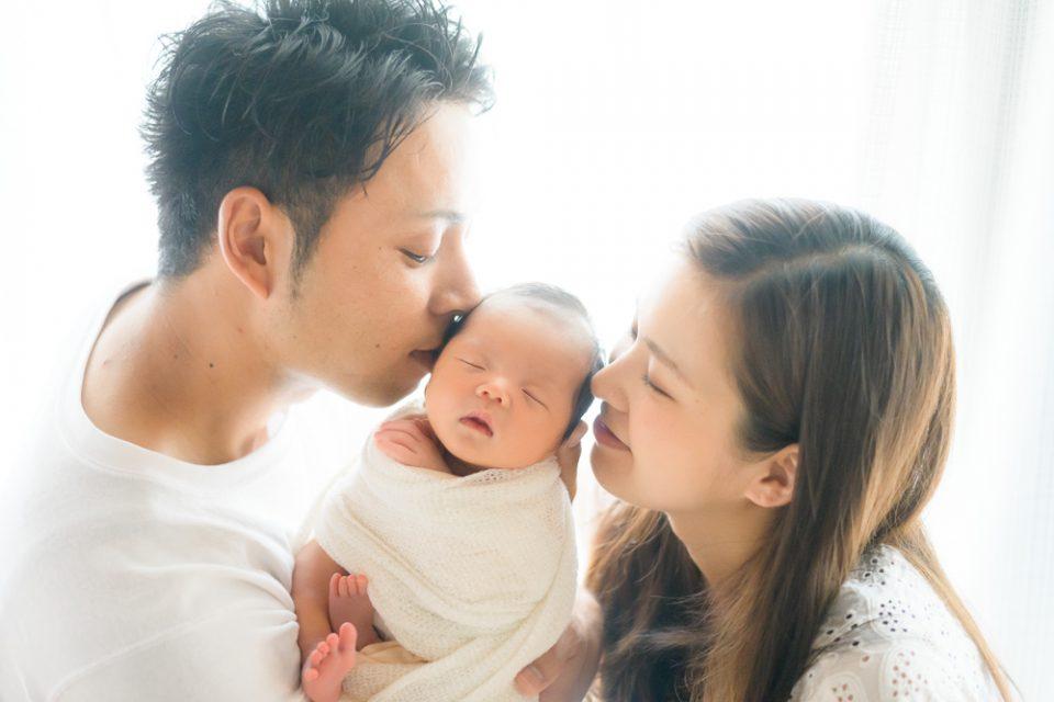 夫婦と新生児
