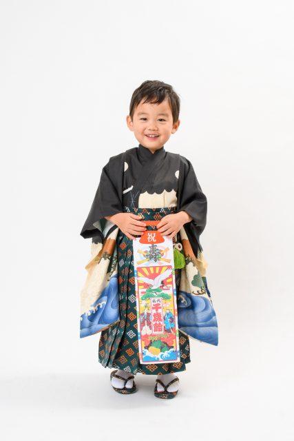 三歳男の子七五三の袴姿
