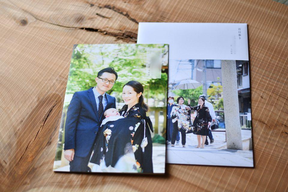 お宮参りのアルバム本体を並べて紹介している写真